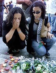 Palestinian women grieving
